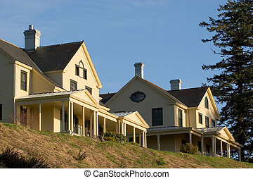 Commander\'s House and Officers Quarters, Fort Columbia