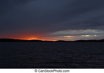 Evening Glow - Red evening glow on Namakan Lake - Voyageurs...
