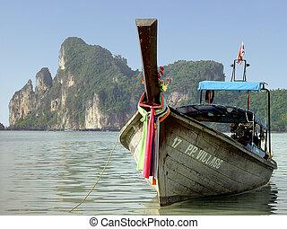 Boat Phi Phi beach - Boat at touristic Phi Phi island in...