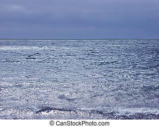 藍色, 水