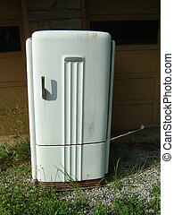 Old Refrigerator - This is a picture of an old refrigerator...