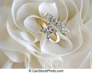Wedding Rings Focus on Solitaire - Diamond wedding rings in...