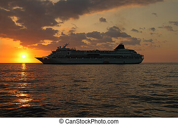 Sunset Cruise - Cruise ship leaving the Kona coast