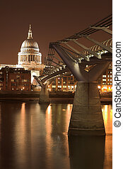 Millenium Bridge 1 - St Pauls Cathedral, accross the River...
