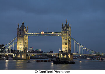 Tower Bridge #7 - The bascule Tower bridge in London, Night...