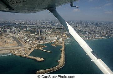 Tel-Aviv - bird\\\'s-eye view under plane wing