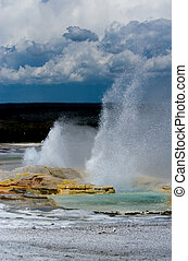 Geysesr eruption - Yellowstone national park