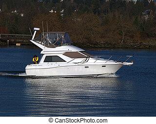Yacht - Cabin cruiser