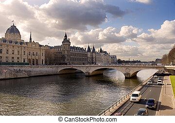 La Conciergerie and Pont au Change, over the Seine river -...