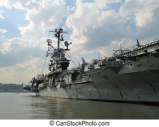 Big Carrier - This is a shot of a large US Navel aircraft...