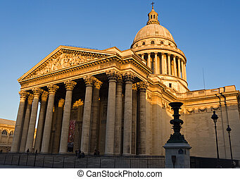 The Pantheon - Wide-angle view of the Pantheon at dusk -...