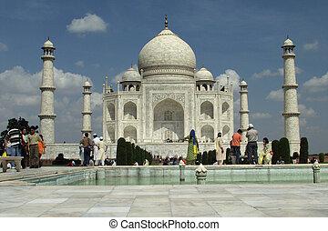 Taj Mahal - closer