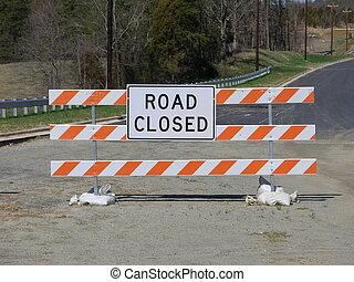 estrada, fechado