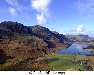 Buttermere and surrounding fells - Lake buttermere from...