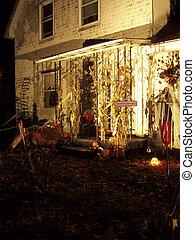 Halloween 2oo5 - o4 - Halloween 2oo5 haunted house set up
