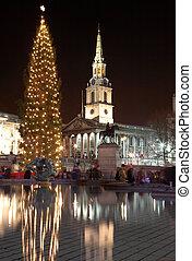 London#32 - Nightscene  in London. Movement on people