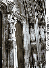Aix-en-provence #29 - The wooden doors and statues of...