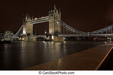 Tower Bridge #2 - The bascule Tower bridge in London, Night...