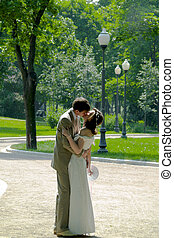 Kissing couple 2 - Kissing couple in the park