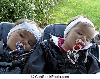 dormir, gêmeos, bebê, carruagem