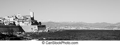 Antibes #163 - A town overlooking the sea in Antibes,...