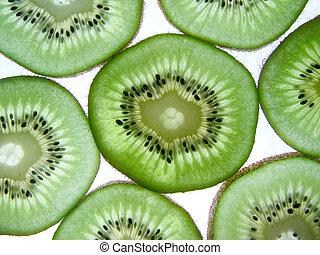 Kiwi 3 - some kiwi slices