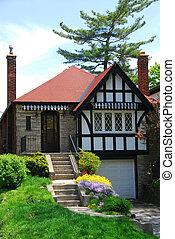 Tudor home - Charming tudor home