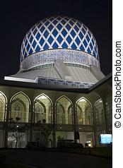 The Sultan Salahuddin Abdul Aziz Shah Mosque in Shah Alam -...