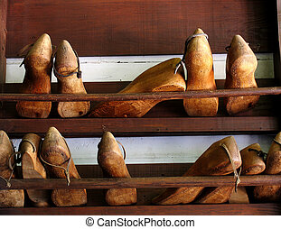 Cobbler shoe forms - Old wooden cobbler shoe forms