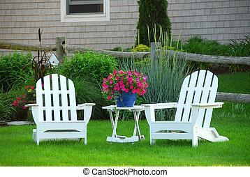 dos, césped, sillas