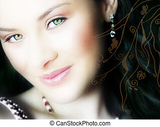 woman\\\'s face close-up - beautiful brunette close-up