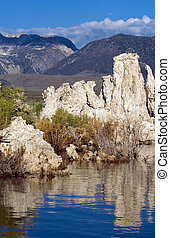 Mono lake - Sierra Nevada in the morning