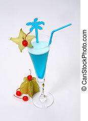 Blue cocktail & lime & karambola