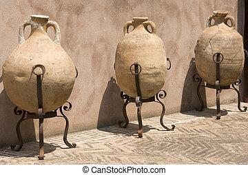 urn - old urn in Italy