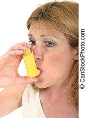 mulher, usando, asma, inalador, 3
