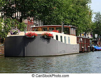 Amsterdam houseboat - Amsterdam canal with houseboat