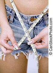 girl measuring her waist