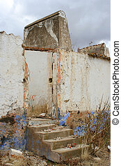 decaying building - rural building that\\\'s falling apart