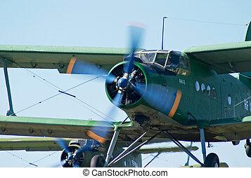 Biplanew An-2 (Antonov) take-off - Biplanew An-2 (Antonov)...
