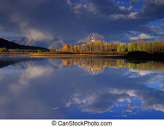 oxbow in fall - aspen and Mt Moran reflect in oxbow area of...