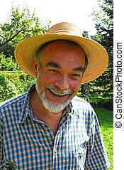senior - Smile. Old men in straw hat