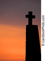 pôr do sol, crucifixos