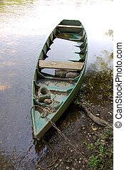 submerged boat on the dordogne