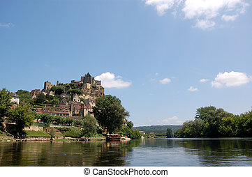 Beynac and the Dordogne - The Chateau de Beynac towering...