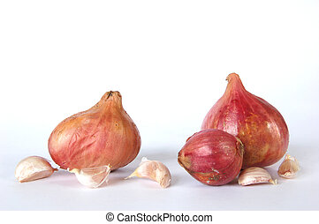 Garlic and shallots - Isolated garlic cloves and shallots