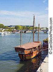 Junk boat in Paris
