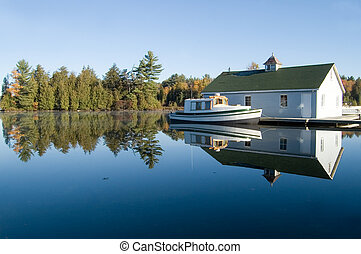 Cottage Country - Smooth clear lake and fall colors - great...