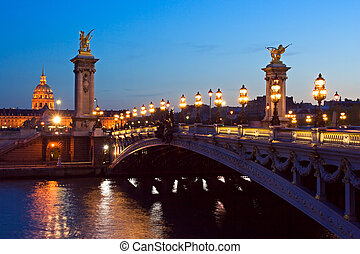 Pont Alexandre III - The Alexander III bridge and the dome...
