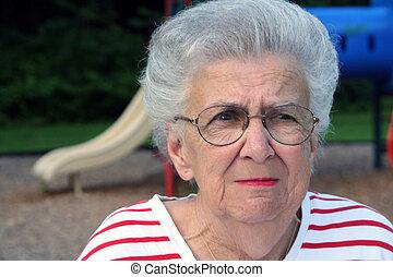 Granportrait 2 - Portrait of senior citizen woman on...