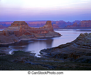 GunsightButte#3 - A long narrow butte in Lake Powell, part...